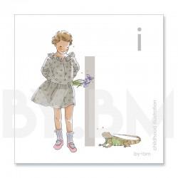 Tarjeta cuadrada de alfabeto de 8x8 cm, letra I ilustrada con dibujos originales, niña, animal y planta