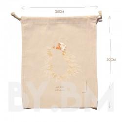 Pochon en coton bio de 25x30cm avec une illustration artistique originale représentant le Petit Jésus sur la paille de la crèche