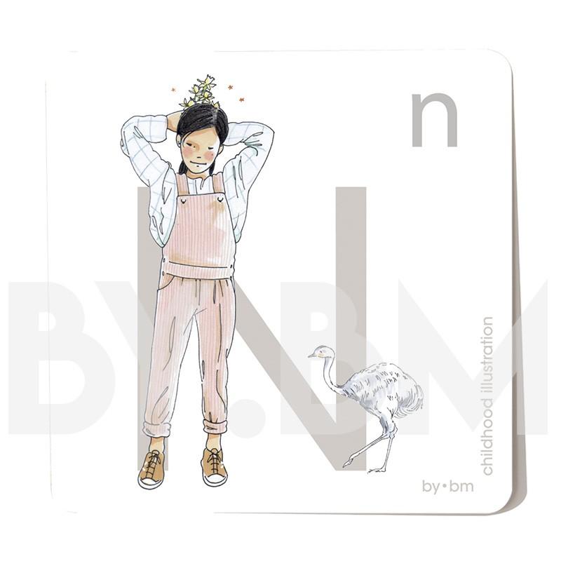 Tarjeta cuadrada de alfabeto de 8x8 cm, letra N ilustrada con dibujos originales, niña, animal y planta